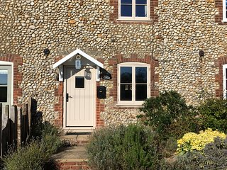 'Lovely Cottage' 2 bed holiday let in North Creake, 3 miles from Burnham Market.