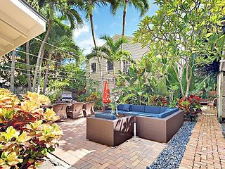 A Tropical Retreat Awaits! 1BR w/ Gorgeous Courtyard, Pool & Grill Area