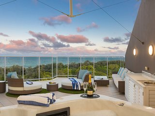 KINGSCLIFF LUXURY PENTHOUSE + ROOF TOP JACUZZI Bale 1322