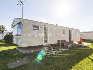 8 berth caravan at Matello Beach Holiday Park. *Pet friendly. REF 29026G