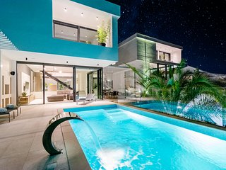 Luxury Villa-Complex 'Pax & Vitae' with heated infinity pool, 20 sleeps