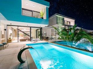 Luxury Villa-Complex 'Pax & Vitae' with heated infinity pool, 16 sleeps