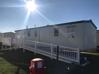 8 berth caravan with decking and near to the beach. *Pets allowed. REF 28024TD