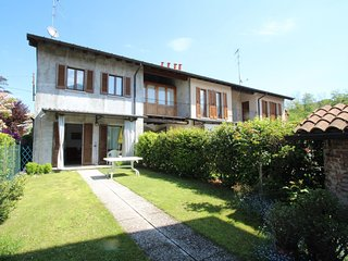 2 bedroom Apartment in Travedona Monate, Lombardy, Italy : ref 5558561