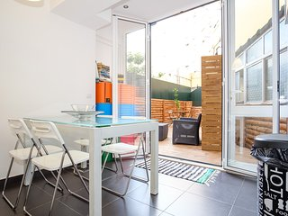TAGUS 5 COLOURS SUITES - ORANGE (with private bathroom)