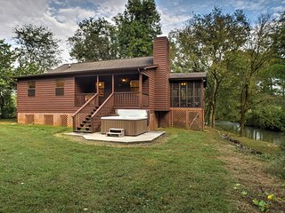 'The Mill House' Creekfront Cabin Near Chattanooga