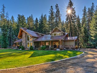 NEW! 5-Acre Leavenworth Luxury Estate w/Fire Pit!