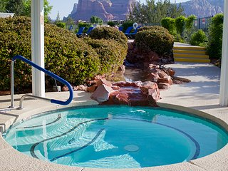 STUDIO FOR 4~ KITCHEN~ RIDGE ON SEDONA GOLF RESORT~ GREAT VIEWS~ HEATED POOLS