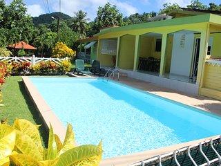 villa F4 avec piscine à 10 minutes des plages et à 3 minutes des commerces