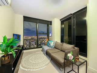 MODERN CBD Suites + AMAZING NIGHT VIEW + FREE WiFi