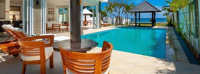 Villa Lovina Beach 2 : FREE BOAT TOUR!