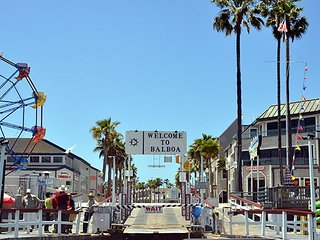 Island Retreat - seconds away from the Balboa Ferry!
