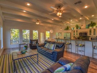 Luxury lakefront home w/ private dock, decks, firepit, 2 kayaks & game room!
