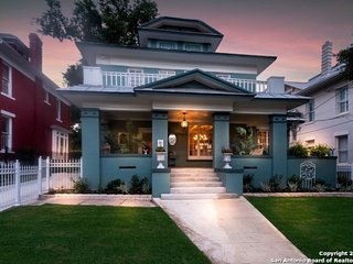 Luxury Vacation Home - Minutes to Riverwalk & Pearl w/ Gameroom