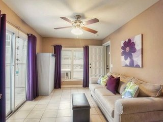 Beautiful Studio Minutes from Riverwalk (Apt #1)