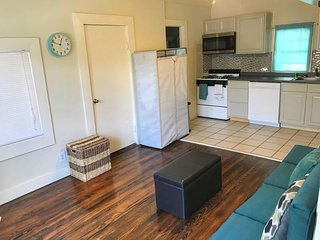 Beautiful Studio Minutes from Riverwalk (Apt #2)