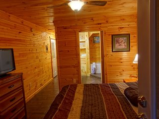Smoky Mtn Pool Lodge/Slps22/Game&Movie Room/Suite & Cottage Private sleep qtrs