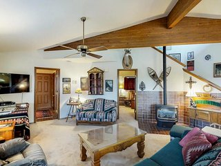 NEW LISTING! Modern and spacious lakeside home -near hot springs, skiing, hiking