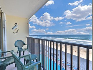 NEW LISTING! Recently-updated, waterfront studio w/shared pool overlooking beach
