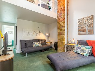 Gorgeous, Furnished 2 bedroom downtown in authentic Victorian Duplex, sleeps 9