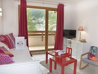 Stylish + Equipped Apartment in Les Orres 1800 | Near Ski School!