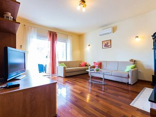 Villa Orion / Orange - Two-Bedroom Apartment with Balcony