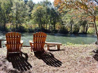 RIVERS EDGE - Located on the banks of the Toccoa River