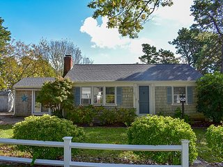 Two bedroom home less than 1 mile to Nantucket Sound Beaches