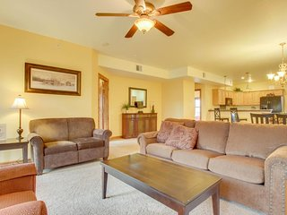 NEW LISTING! Charming condo with jetted tub & shared hot tub - close to town