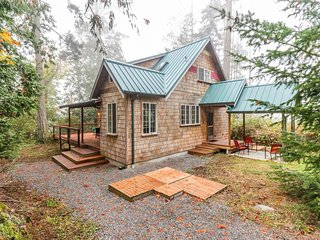 NEW LISTING! Modern, dog-friendly cottage w/ deck, less than a mile to beach!