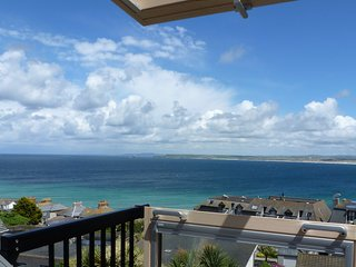 *BRAND NEW 2019* CHANNINGS ST IVES, Sleeps 10-12 Panoramic Sea Views and Parking