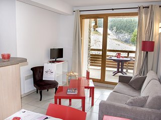 Spacious Apartment in Les Orres | Near Ski School!