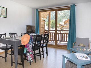 Roomy + Bright Apartment in Les Orres | Near Ski School!