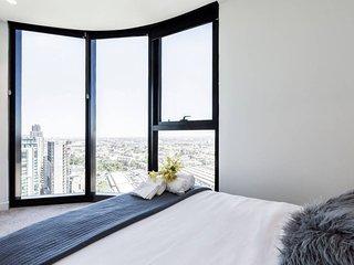 Melbourne CBD 2 BR Modern Apartment