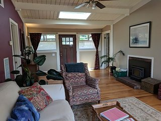 Charming, classy & cozy~ Near HSU, Cafes & Plaza. Perfect Arcata getaway!