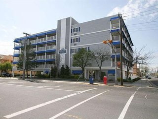 1008 Wesley Avenue 2nd Floor Unit **********