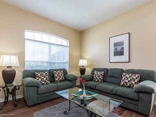 Lovely, Well Priced 5BR 3.5Bth Home with Private Pool, Spa and Gameroom