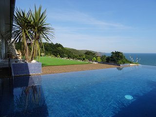 MOUNT SEVERN, panoramic sea views, pet friendly in Pembroke