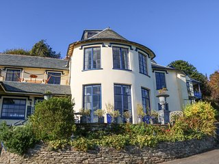 BAYVIEW TOWER, four poster bed, sea views, Lynton