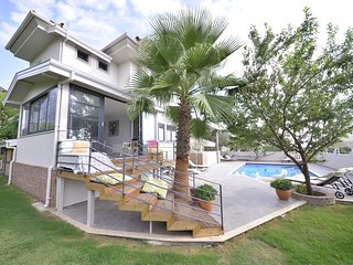Superb 6 bedroom private detached villa with own pool