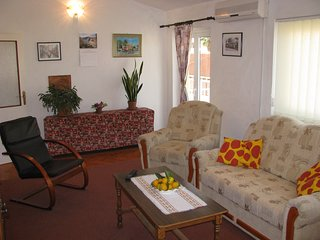apartment for/6 persons, 6 beds, 3 bedrooms, 3 free a/c &  two free car parking