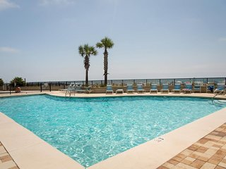 NEW LISTING! Waterfront condo w/shared hot tub/pool & fitness room, beach access