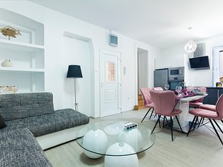 Heart of Pula Apartment in Center of Pula city with FREE parking for 6 persons