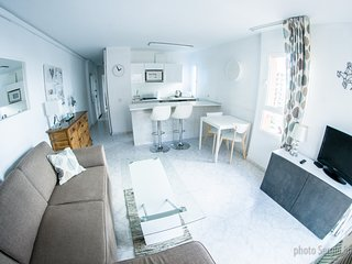 Stylish & Modern Minerva Apartment. Stunning Views