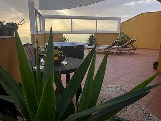 Große Ferienwohnung mit sehr großer Terrasse und fantastischem Meerblick
