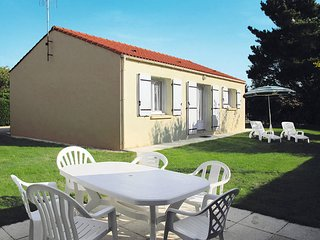 2 bedroom Villa in Bretignolles-sur-Mer, Pays de la Loire, France - 5448086