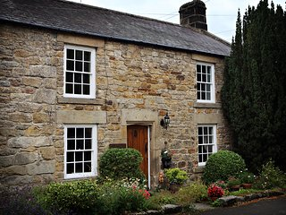 Bijou 17th Century Cottage in quiet lane 8 minutes drive from Corbridge
