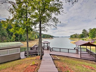 NEW-Lakefront Dandridge Home w/Deck & Fishing Dock