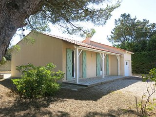 2 bedroom Villa in Saint-Nicolas-de-Brem, Pays de la Loire, France : ref 5448068