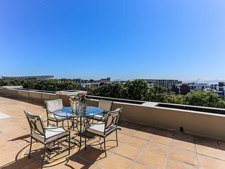 Incredible Apartment near V&A and Green Point Stadium!
